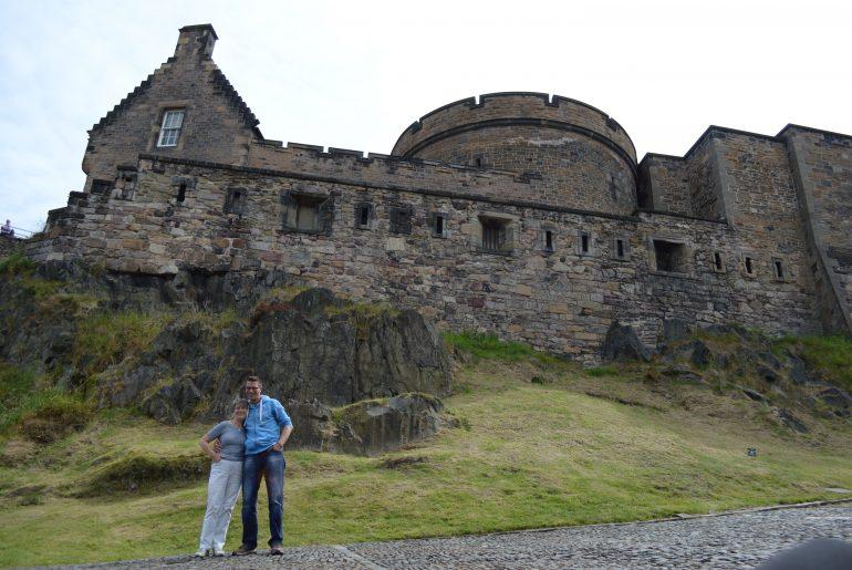 """Mama und """"Der Kleine"""" vor dem Edinburgh Castle"""