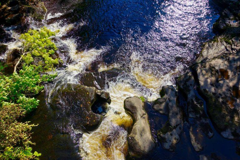 Mini Wasserfälle am Wegesrand