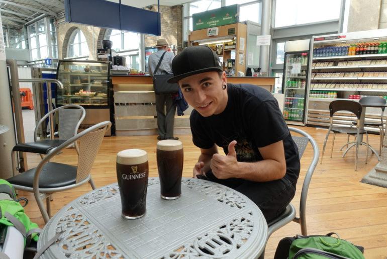 Das erste Guinness des Urlaubs für Benno...