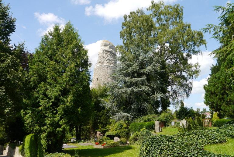 """Burgruine """"Alte Burg"""" auf dem Friedhof Osterode"""