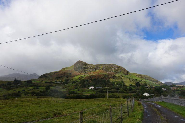Die Berge um das Maam Valley sind imposant...